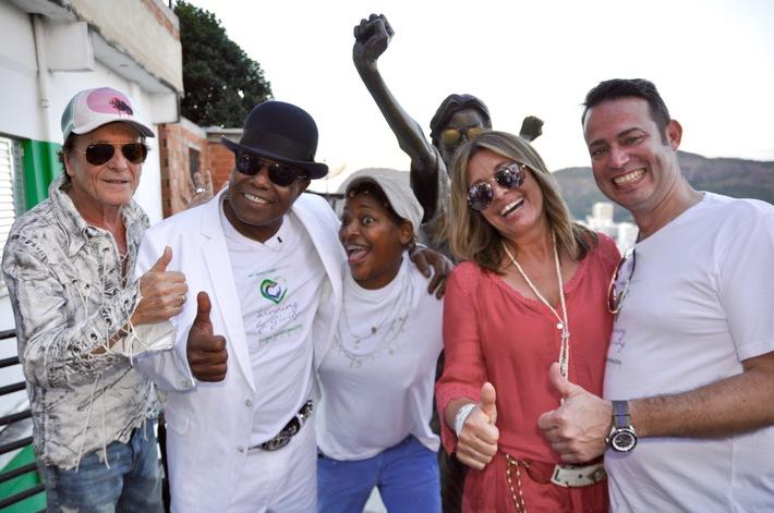 """Tito Jackson dreht musikalische Antwort auf Michaels Kult-Video """"They don´t care about us"""" in den Favelas von Rio"""