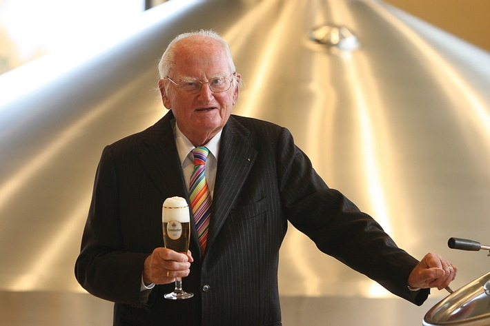Dr. h.c. Friedrich Schadeberg, Seniorchef der Krombacher Brauerei, feiert 500 Jahre Reinheitsgebot und seinen 96. Geburtstag