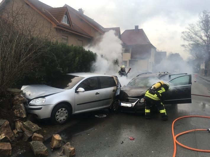 FW Lage: Brennen 2 PKW nach Verkehrsunfall - 12.01.2017 - 15:35 Uhr