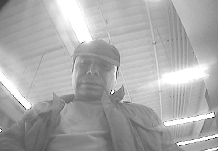 """POL-DA: Michelstadt: Polizei fahndet nach Betrüger/ Taschendieb hebt mit gestohlener Debitkarte 500 Euro ab/ Foto des Tatverdächtigen wird veröffentlicht: """"Wer kennt diesen Mann?"""""""
