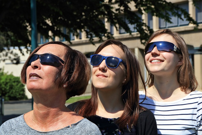 Sonnenbrillen müssen sicher schützen / BAuA gibt Tipps zum Kauf von Sonnenbrillen