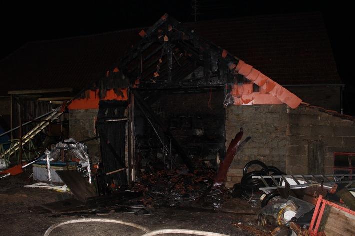 POL-PPWP: Brand einer Werkstatt mit schwerverletztem Feuerwehrmann