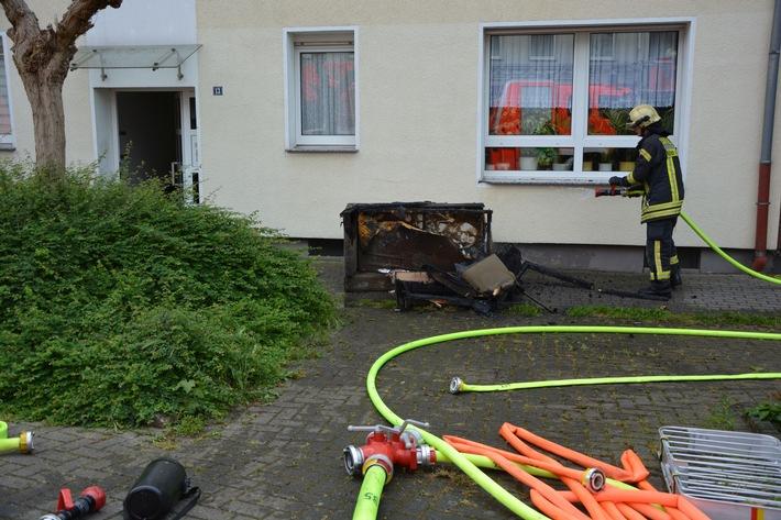 FW-MH: Zimmerbrand in Styrum - Bewohner eines Mehrfamilienhauses mussten ihre Wohnungen verlassen.