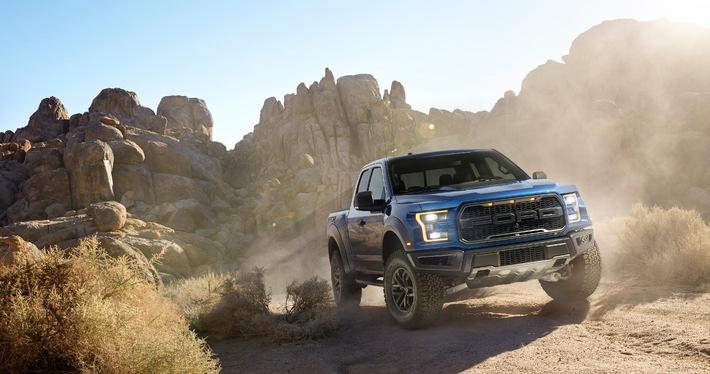 Ford enthüllt Hochleistungs-Pick-up F-150 Raptor mit EcoBoost-Triebwerk auf der Detroit Motorshow