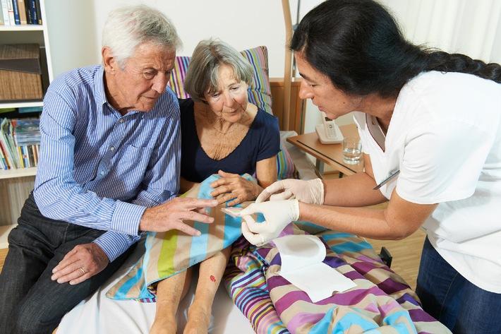 """BVMed stellt Bildmaterial zu """"Homecare - Wundversorgung, Stoma, Inkontinenz, künstliche Ernährung"""" kostenfrei zur Verfügung"""