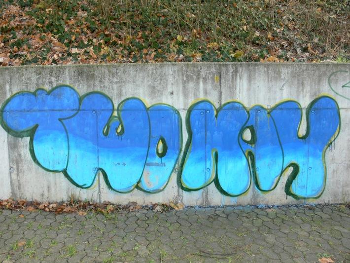 POL-MFR: (50)  Zwei 16-jährige Graffiti-Sprüher festgenommen Serie geklärt - 59 Taten nachgewiesen