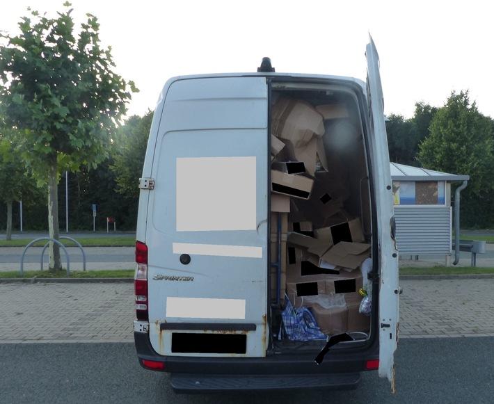 Aus dem Auslieferungswagen wurden Pakete geöffnet und Ware entwendet.