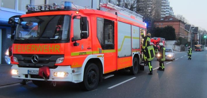 FW-MH: Broich: Brennendes Untertischgerät am Kassenberg
