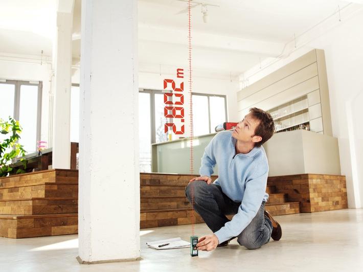 Zielsicher einrichten / Die Möbel-Einparkhilfe für zu Hause / Der PLR 15 von Bosch misst mit Lasertechnologie