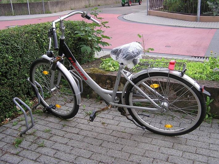 POL-DA: Bensheim: Noch viel mehr Autos beschädigt. Ergänzung unseres Presseberichts von 08.25 Uhr. Wem gehört das zu Tat benutzte Fahrrad?