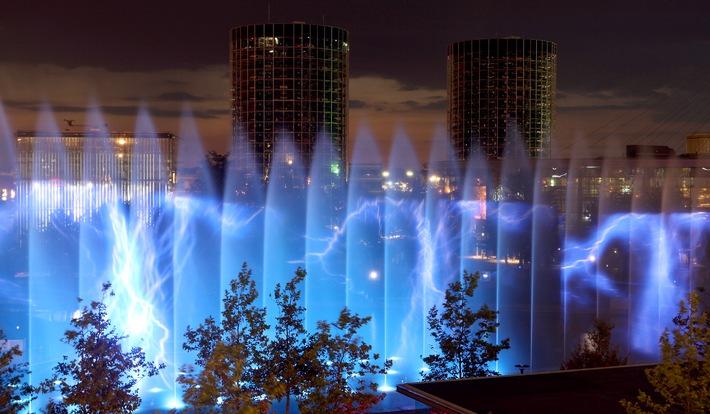 """Northern Lights: Start der Wassershows in der Autostadt / Bei der weltweit einmaligen Inszenierung aus Wasser, Feuer und Licht dreht sich vom 2. bis zum 31. Juli alles um die """"Traumrouten des Nordens"""""""