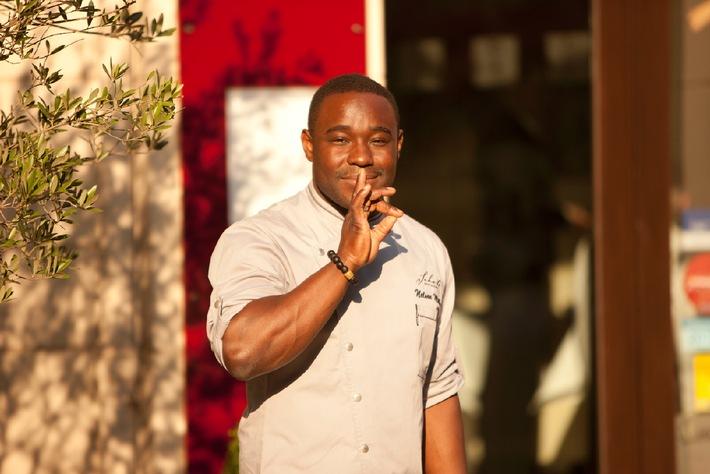 Gaumenfreude für ein Kinderlachen - Sternekoch Nelson Müller und Groupon initiieren Restaurant-Charity-Wochen