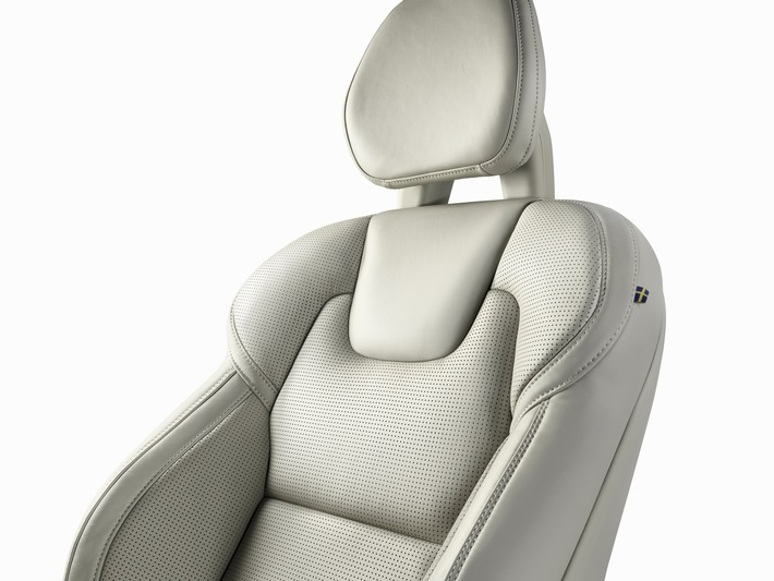 "Johnson Controls contributes to maximum seating comfort in ""Truck of the Year"" Volvo XC90 / Seat covers and padding for the ""rolling living room"""
