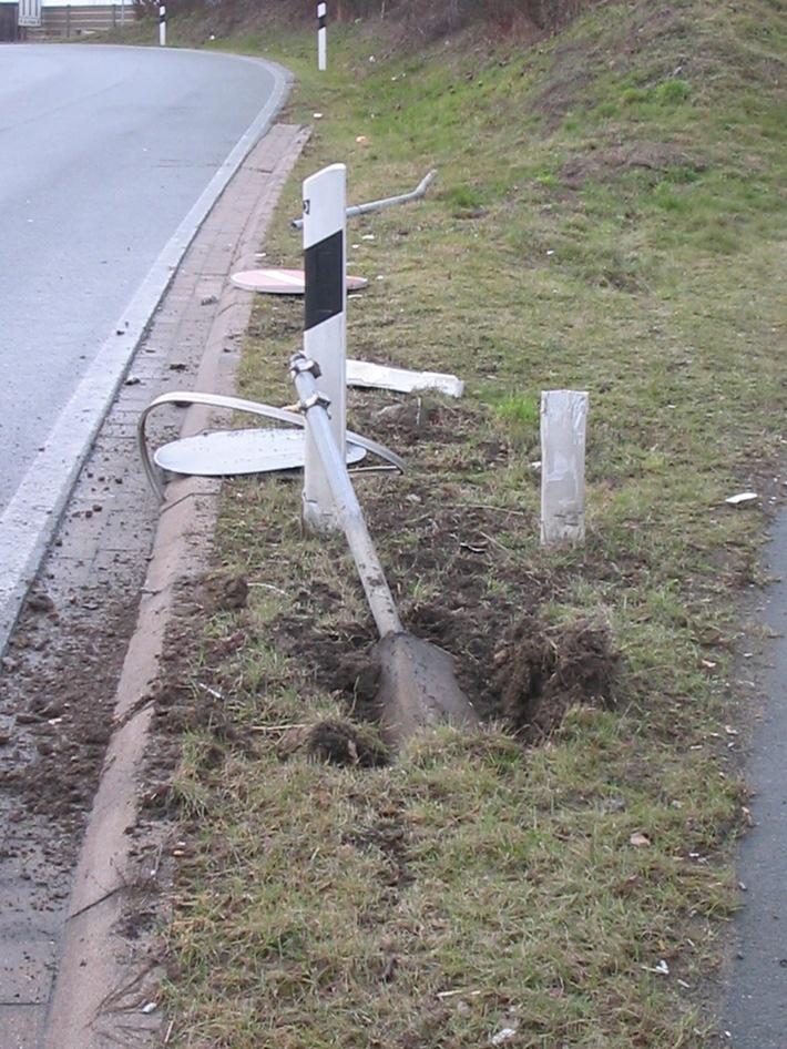 POL-HI: Verkehrsunfallflucht BAB 7 - AS Drispenstedt - Zeugenaufruf