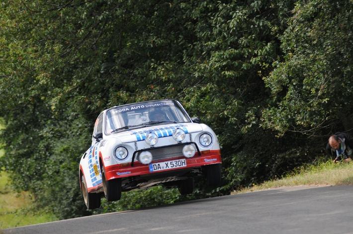 Nur fliegen ist schöner: Kahle/Göbel im SKODA 130 RS zur Rallye Köln-Ahrweiler