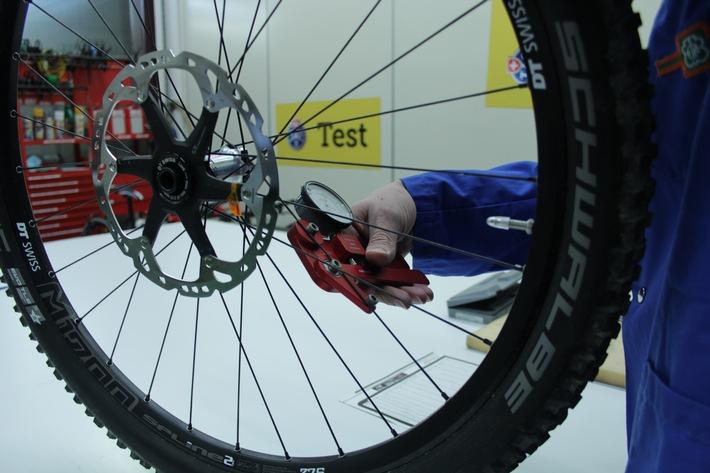TCS testet E-Mountainbikes