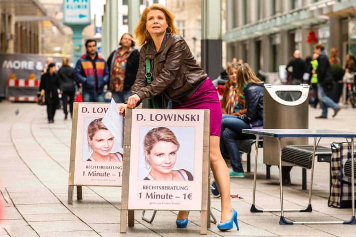 """""""Wir gucken auf jeden Fall gemeinsam"""": Annette Frier nimmt als """"Danni Lowinski"""" endgültig Abschied / Finale am Montag, 15. September 2014, ab 20:15 Uhr in SAT.1"""