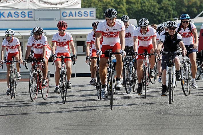 Partenza del Tour de Coeur nel circo Knie / Specialisti del cuore e personaggi di spicco intraprendono un tour in bicicletta a scopi benefici a favore della Fondazione Svizzera di Cardiologia
