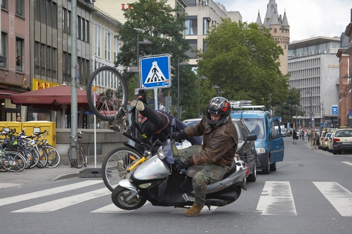 Aufmerksamkeit darf man nicht teilen: Videoclip gegen Ablenkungen auf der Straße oder bei der Arbeit