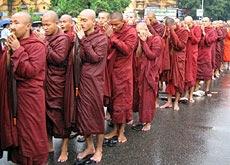 Media Service: swissinfo: Cronaca esclusiva della Birmania: La rivolta delle tuniche rosse