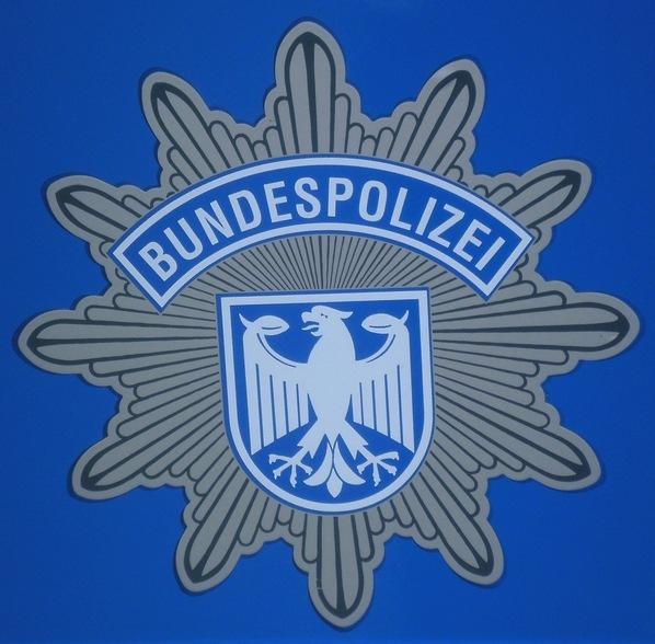 Die Bundespolizei hat am Salzburger Bahnhof bei vorgelagerten Grenzkontrollen einen Iraker festgenommen. Er wollte vier Landsleute illegal über die Grenze bringen.