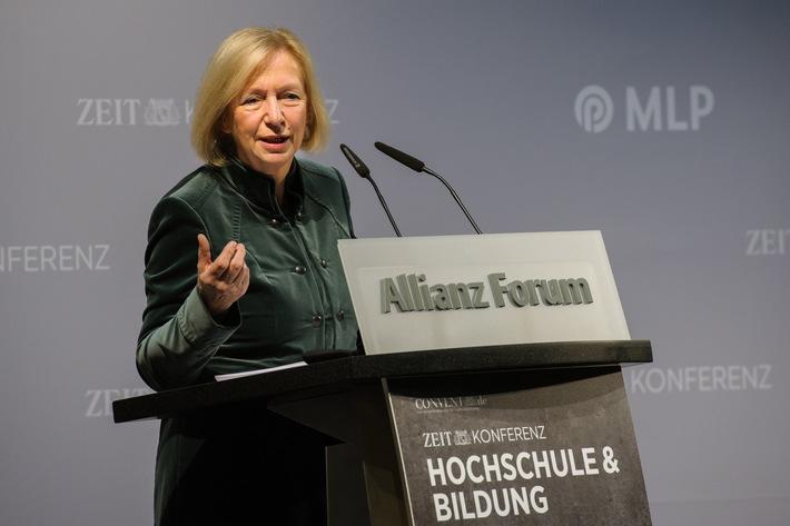 Bundesbildungsministerin Johanna Wanka: Kooperationen von Wissenschaft und Wirtschaft stärken