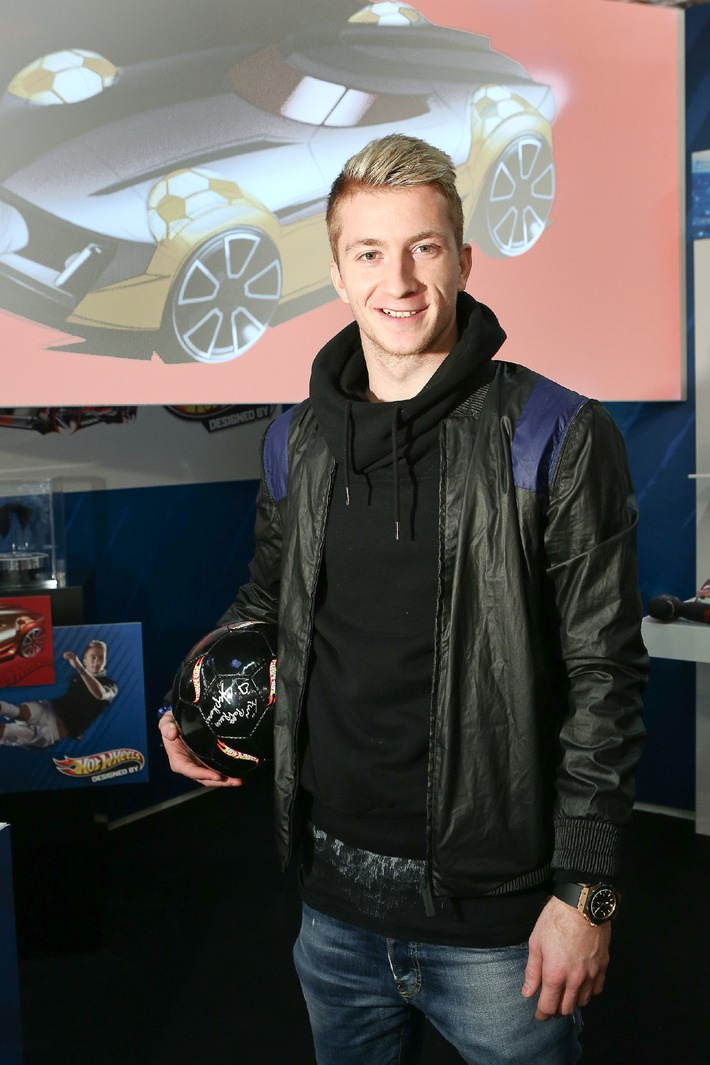 Marco Reus entwickelt live neues Hot Wheels Modell