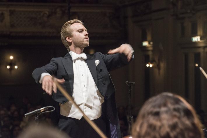 A.T. Kearney: 14jährige Violinistin gewinnt Swiss Charity Award 2016