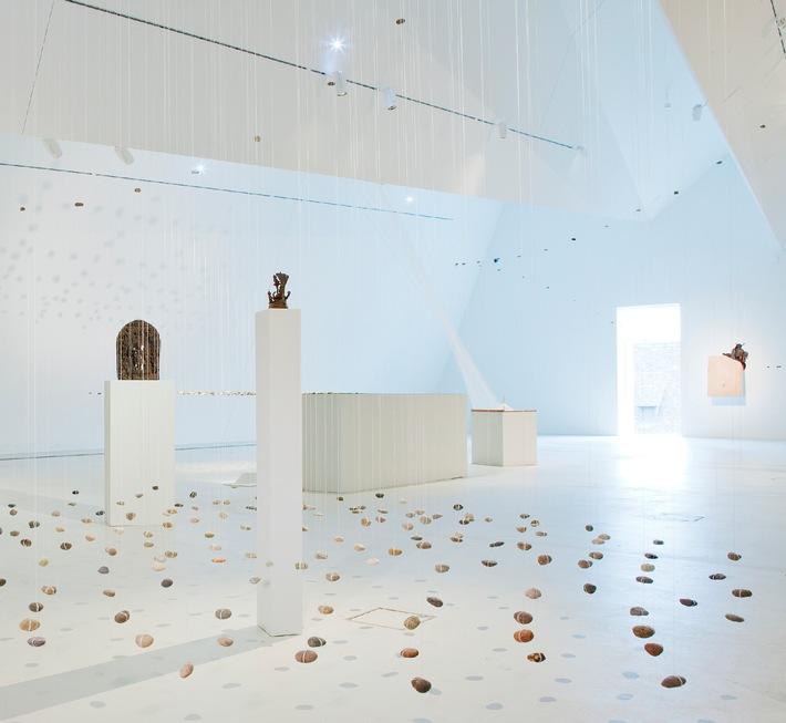 Le Museum der Kulturen de Bâle en Suisse, présente: Flottant - de la légèreté de la pierre / Du 26 avril au 15 juillet 2012