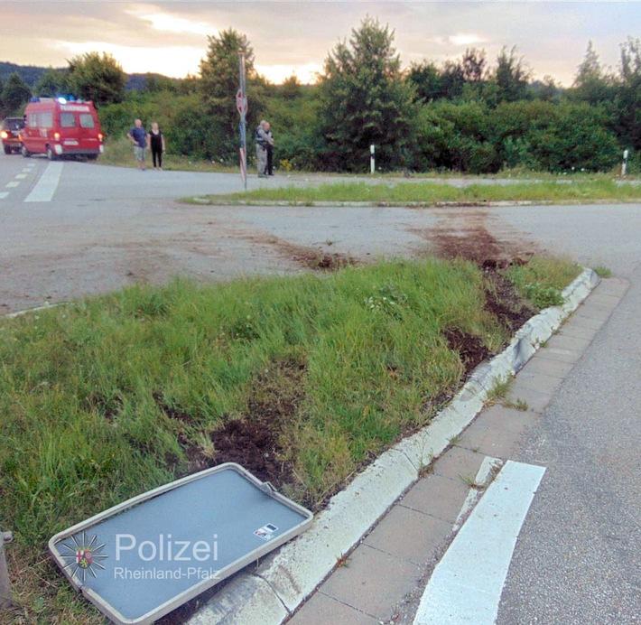 POL-PPWP: Schwedelbach: Kopfüber in der Böschung gelandet