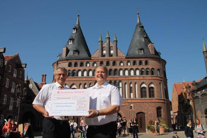 FW-LFVSH: 10.000 Euro-Spende an die Landes-Jugendfeuerwehr