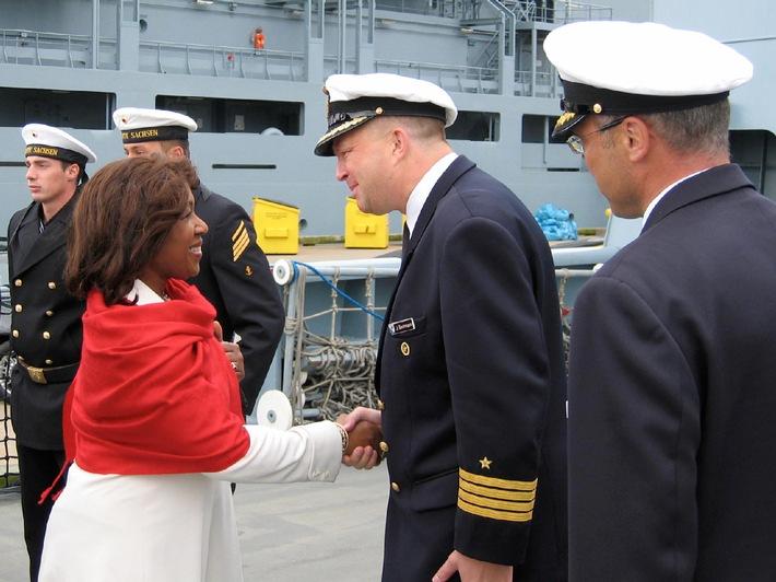 Deutsche Marine - Pressemeldung: Vertreterin der Queen besucht deutsche Marineschiffe in Halifax