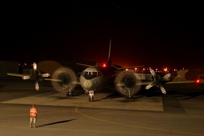 Deutsche Marine - Bilder der Woche: Nachts am dem Horn von Afrika - Deutsche Marineflieger im Einsatz