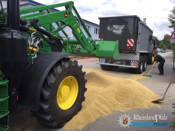 POL-PPWP: Tonnenweise Gerste auf der Fahrbahn