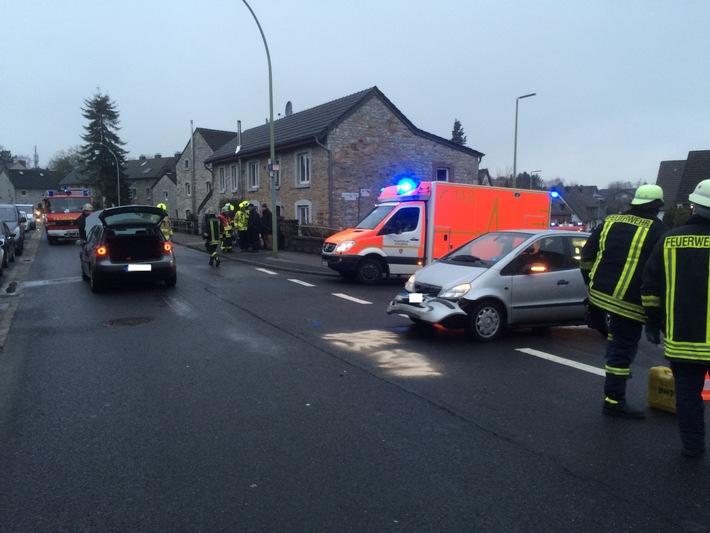 FW-Stolberg: Verkehrsunfall zwischen zwei PKW in Stolberg-Breinig