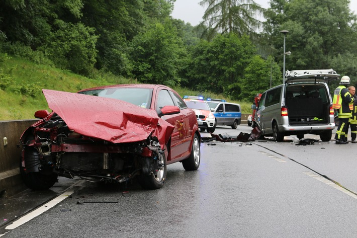 POL-HP: Verkehrsunfall mit 7 verletzten Personen auf der B 460