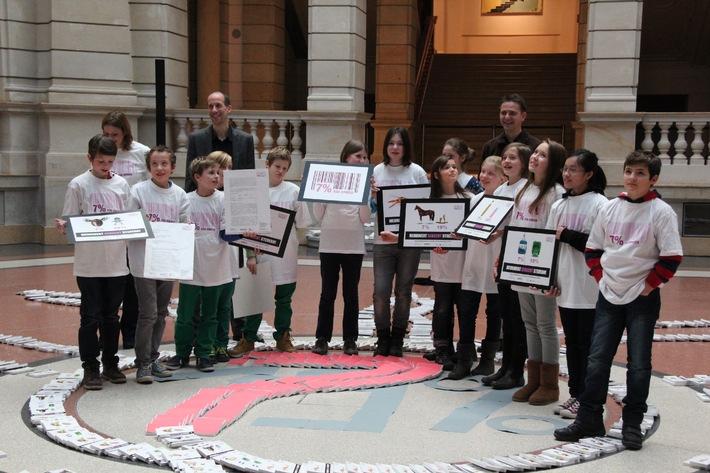 """Forderung nach familiengerechter Mehrwertsteuer / Bündnis """"7 % für Kinder"""" wendet sich mit 50.000 Unterschriften und einem offenen Brief an die Bundesregierung"""