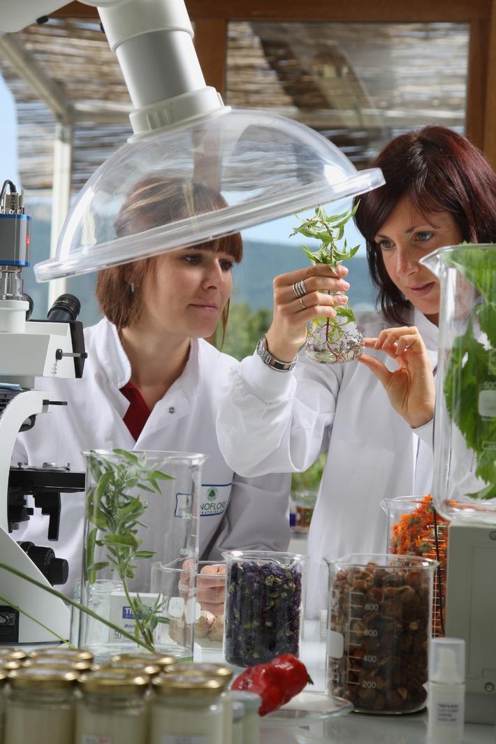 """Förderung wissenschaftlicher Karrieren von Frauen in der Schweiz:  Lancierung der 3. Auflage des Stipendienprogramms """"For Women in Science"""""""