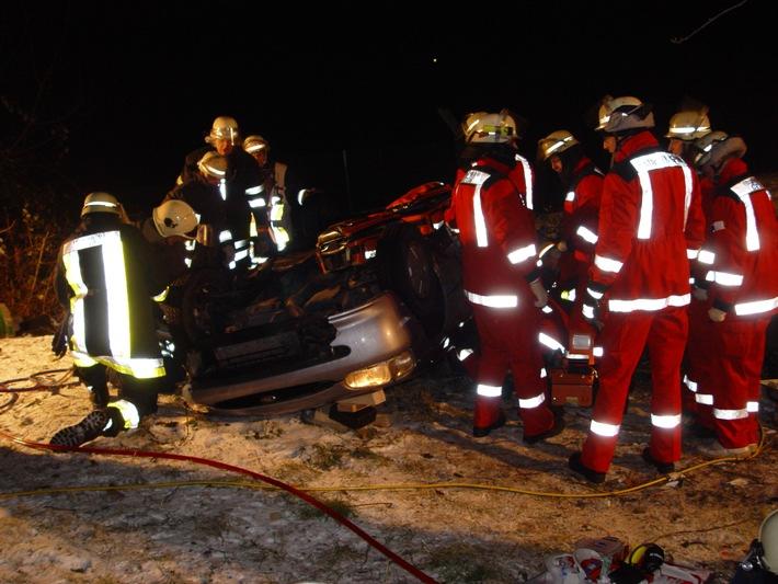 FW-E: Schwerer Verkehrsunfall bei Glatteis