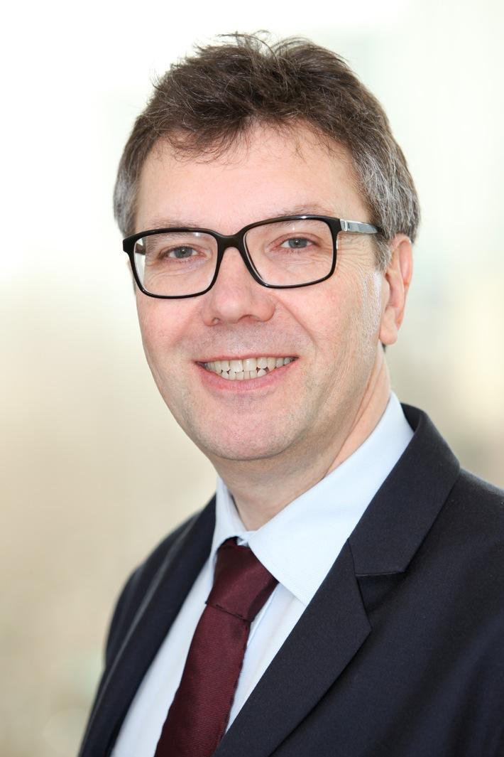 Armin Kloß neuer Leiter der KfW Konzernkommunikation - Bernd Salzmann wechselt von der Frankfurter Rundschau zur KfW
