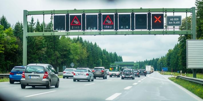 Fast eine Million Kilometer Stau / ADAC Staubilanz: Nordrhein-Westfalen am stärksten betroffen / Verbesserte Erfassung der Daten ermöglicht genaueres Bild / A 8 Stuttgart - Karlsruhe Stauschwerpunkt