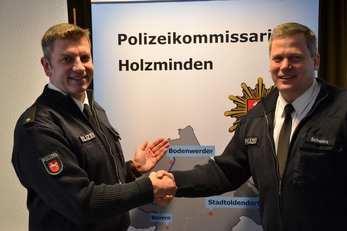 POL-HOL: Seit 01. Januar 2016: Polizeihauptkommissar Dirk Schwarz neuer Leiter der Polizeistation Bodenwerder  - Nachfolge von Hartmut Freyer angetreten / Einführung durch Kommissariatsleiter Marco Hansmann -