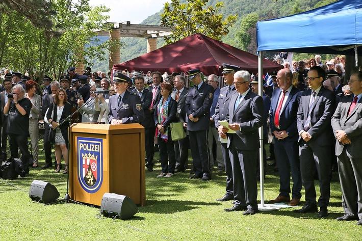 HDP-RP: Polizeinachwuchs im Kurpark vereidigt