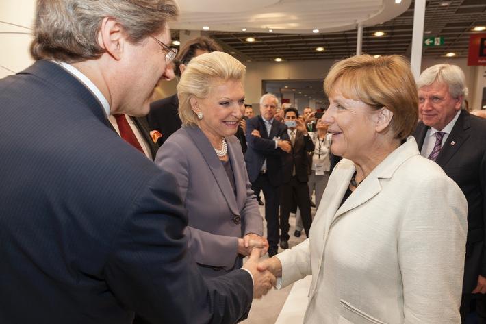 Angela Merkel auf dem IAA-Messestand von Schaeffler / Mobilität für morgen: Schaeffler auf der IAA 2015 in Frankfurt