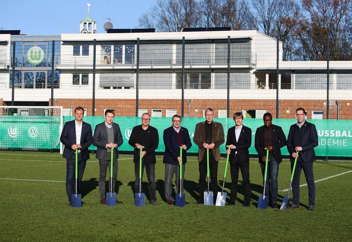 VfL Wolfsburg-Presseservice: Akademie-Erweiterung /Spatenstich für neues U23-Funktionsgebäude am Porschestadion / Klaus Allofs: