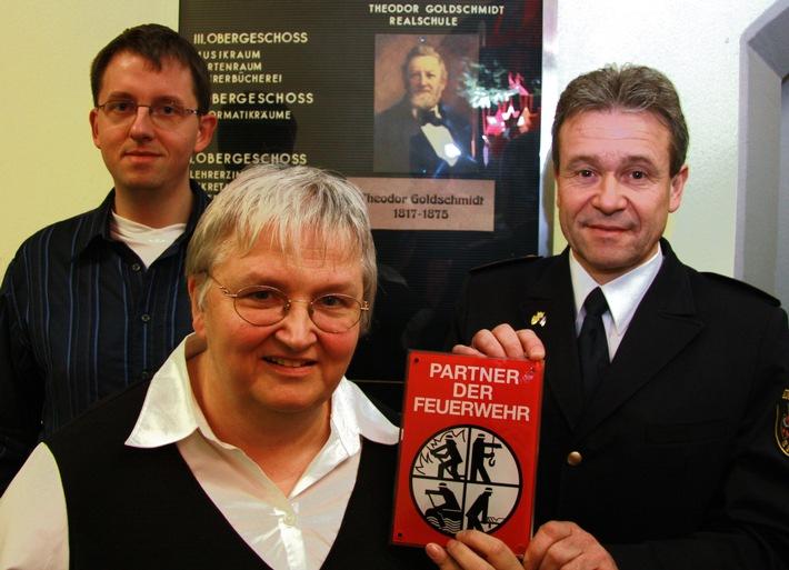 "FW-E: Theodor Goldschmidt Realschule ist ""Partner der Feuerwehr"""
