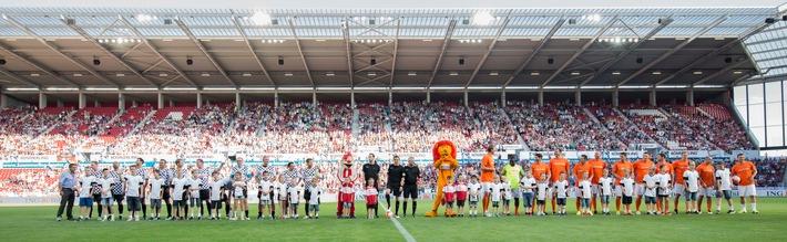 """""""Champions for Charity"""": 100.000 Euro für gemeinnützige Projekte / 25.000 Zuschauer bejubeln Dirk Nowitzki All Stars und Nazionale Piloti"""