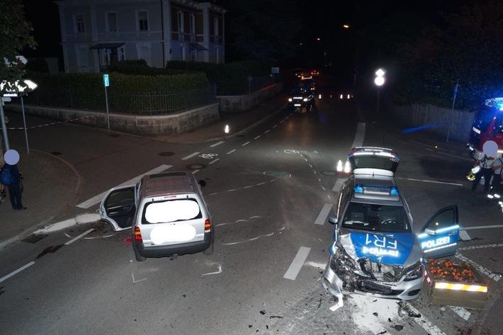 POL-FR: Grenzach-Wyhlen: Streifenwagenbesatzung verunglückt auf Einsatzfahrt - drei Verletzte, 20000 Euro Sachschaden