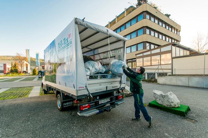 Kleider Recycling - TELL-TEX GmbH lässt die Strassensammlungen nicht sterben / Die Schweizer Firma TELL-TEX GmbH hält weiterhin an den traditionellen Strassensammlungen fest