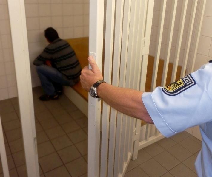 Die Bundespolizei hat einen verurteilten Totschläger für 1.785 Tage hinter Gitter gebracht.